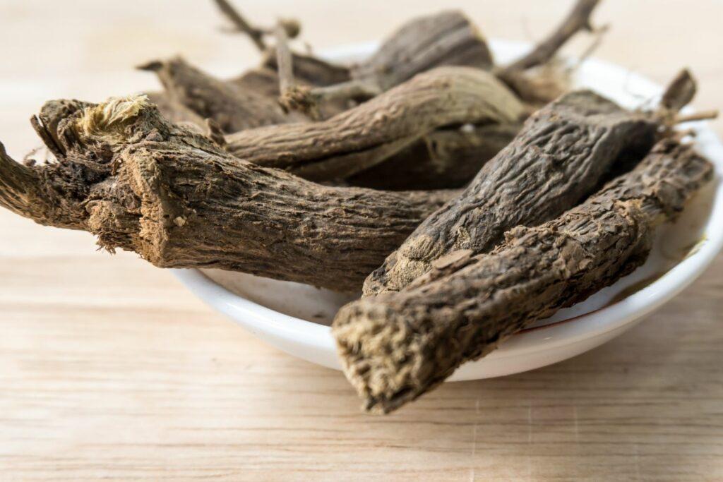 Getrocknete Süßholzwurzel