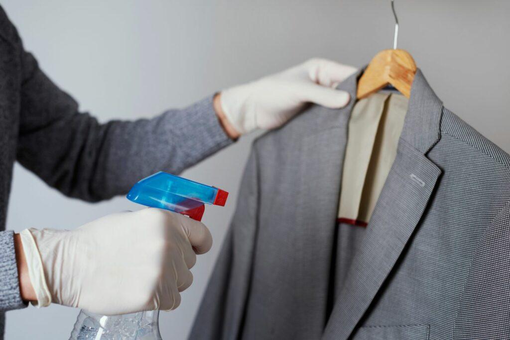 Kleidung mit chemischen Mitteln behandeln