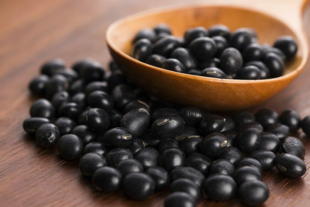 schwarze Sojabohnen
